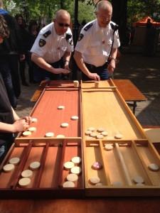 Koninginnedag 2014 politie sjoelen
